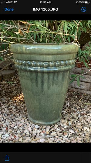 Large outdoor plant pot $35 or best offer 27 high x 21 Wide for Sale in Las Vegas, NV