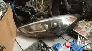Hyundai LED headlight for Sale in Tampa, FL