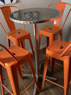 Metal Bar Height Coctail Table And Set Of 4 Chairs for Sale in Spicewood,  TX