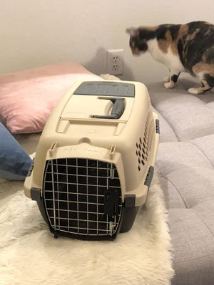White black pet carrier for Sale in Dallas, TX