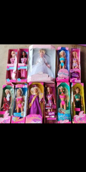 VINTAGE BARBIES .. $80 FIRM FOR ALL AND ILL ALSO THROW IN A BAG OF CLOTHES FOR THEM IF U WANT IT FREE... WEST KENDALL ONLY..OR WILL SHIP WITH FEE for Sale in Miami, FL