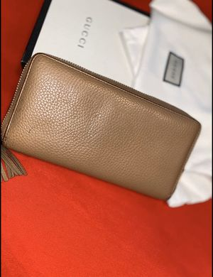 Gucci wallet multiple slots and pockets for Sale in Detroit, MI
