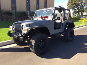 1999 JEEP WRANGLER BIG TIRES, NEW PAINT for Sale in Kapolei, HI