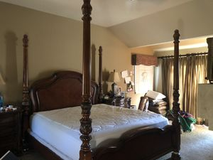 KING BEDROOM SET, 2 Nightstands, 1 Dresser for Sale in Laguna Hills, CA