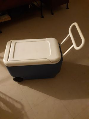 Used igloo rolling cooler $15 for Sale in New York, NY