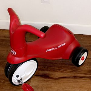 Radio Flyer Kid's Scoot 2 Pedal Scooter - Red for Sale in Fresno, CA
