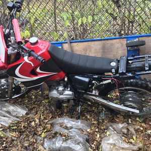 Dirt Bike Baja 250 Cc Comes With Title Only Needs Cluth And Carberator for Sale in Philadelphia, PA