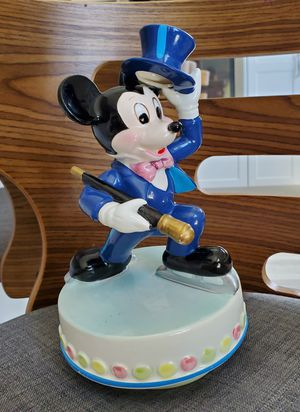 Disney Mickey Mouse Ice Skating Schmid Music Box collectible porcelain statue for Sale in Placentia, CA
