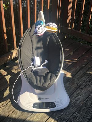 4moms Mamaroo Bluetooth High-Tech Baby Swing Rocker for Sale in Washington, DC