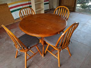Round Table with Four Chairs for Sale in Fresno, CA