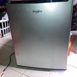 Whirlpool Mini fridge for Sale in Philadelphia,  PA