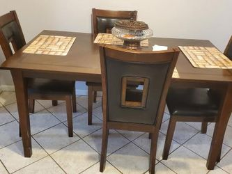 Dinning Room Table for Sale in Selma,  AL
