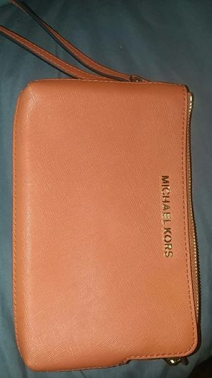 Michael Kors double Wristlet for Sale in Wickliffe, OH
