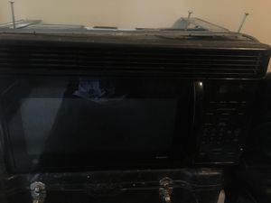 Selling microwave for Sale in Silver Spring, MD
