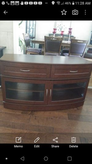 4 ft long tv stand sturdy and good condition for Sale in Bakersfield, CA