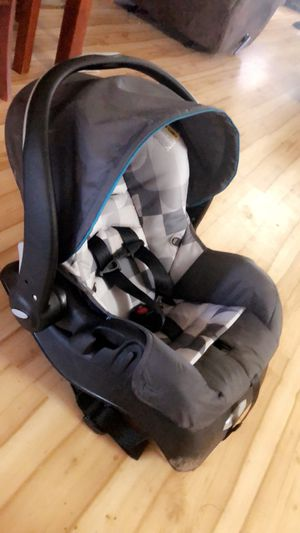 Evenflo Car seat plus base for Sale in Chico, CA