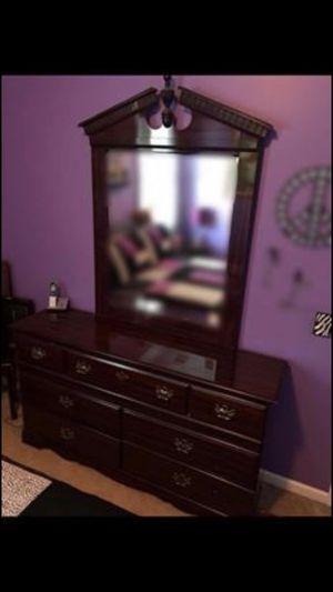 Dresser/Mirror for Sale in Byron, GA