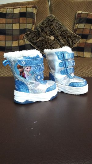 Baby girl snow boots size 5 for Sale in Manchester, CT