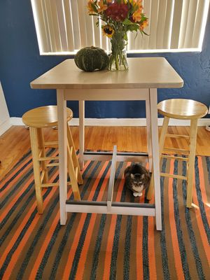Dining table and stools for Sale in Orlando, FL
