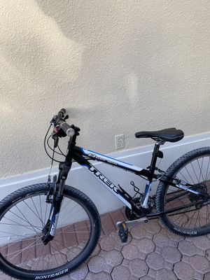 8 Series Trek Mountain Bike for Sale in Miami, FL