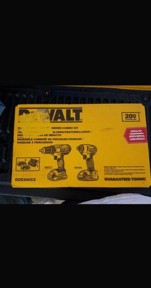 Set taladros dewalt impacto drill 2 pilas y cargador en caja nuevos $$$160 for Sale in Dallas, TX