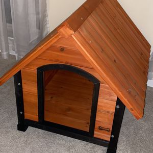 Adorable Small/Medium Sized Wooden Dog House. Never Used. for Sale in Germantown, MD