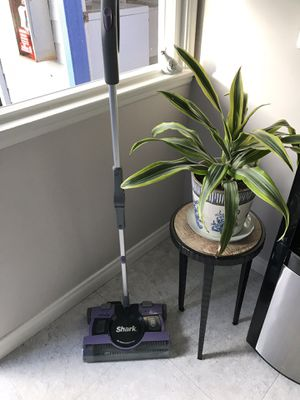 Shark cordless vacuum in impeccable condition for Sale in Oceanside, CA