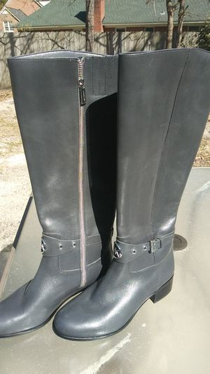 Michael Kors Grey Leather ladies Boots. Size 8 for Sale in Columbia, SC