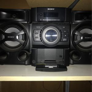SONY CD Radio and IPad Docking stereo for Sale in Chicago, IL