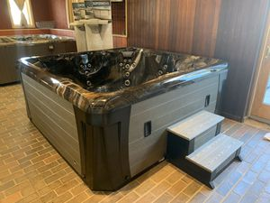 Marquis Elite - 6 person for Sale in Amesbury, MA