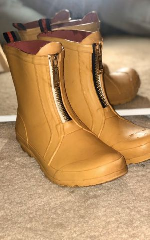 Tommy Hilfiger rain boots for Sale in Hendersonville, TN