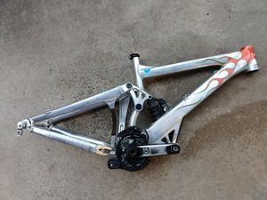 2009 Giant Glory DH downhill bike frame and rear wheel for Sale in Snohomish, WA
