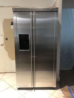 GE Monogram Refrigirator for Sale in Tamarac, FL