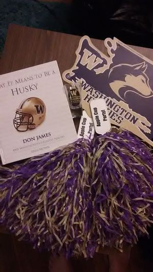 UW Husky collection Coffee table book glass sign pompoms for Sale in Seattle, WA