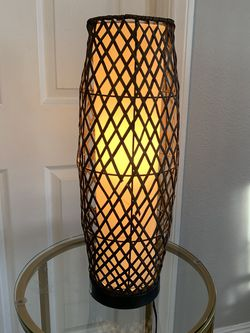 Lite Source Table Desk Rattan Wickered Lamp - Night Light Mid Century Modern Look Style for Sale in Los Angeles,  CA