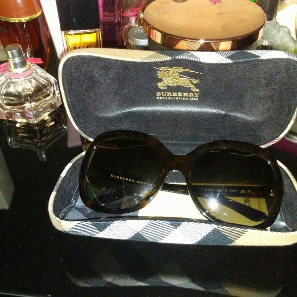 Ladies Burberry sunglasses