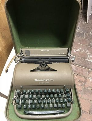Vintage Remington Rand Quiet-Riter Typewriter for Sale in Amarillo, TX