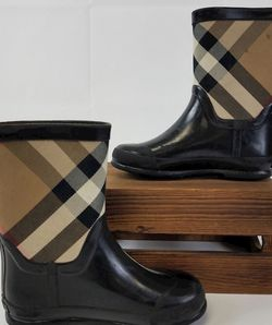 Burberry Girl's Black/Plaid Rubber Boots for Sale in Falls Church,  VA