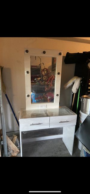 Hollywood makeup vanity for Sale in Houston, TX