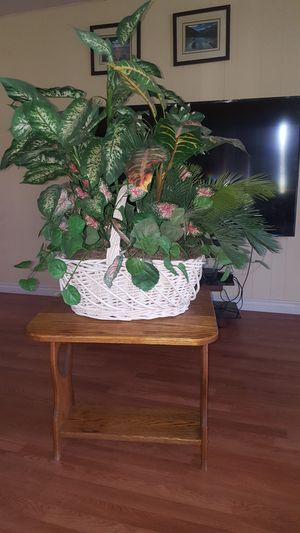 Fake plant,table included for Sale in Riverside, CA
