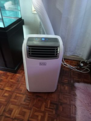 14000 BTU unit with remote Black & Decker air conditioner and heater combo for Sale in Tampa, FL
