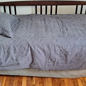 Twin Daybed With Roll-out Trundle for Sale in Tacoma, WA