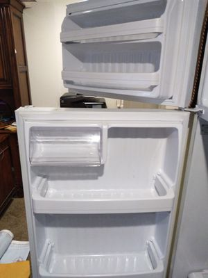 GE refrigerator, like new, year purchased 2007 for Sale in Tacoma, WA