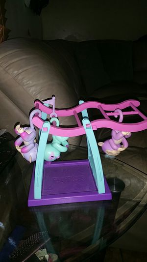 Fingerlings 2 monkeys a 3toed sloth with playset for Sale in Norfolk, VA