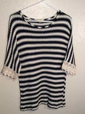 Like New Women's Lace Nurture 3/4 Sleeve Sweater Tunic in package - size S-M for Sale in Austin, TX