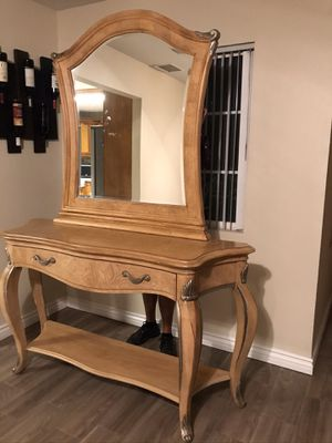 Big enter table with mirror for Sale in Rancho Cucamonga, CA
