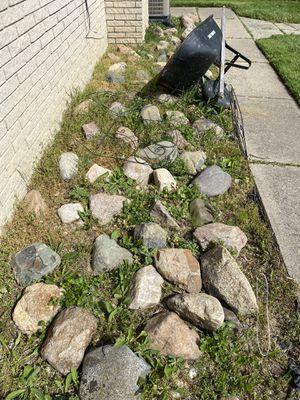 Free landscape rocks for Sale in Troy, MI