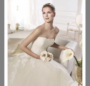 Pronovias off white and Tulle Octavia Traditional Wedding Dress for Sale in Seattle, WA