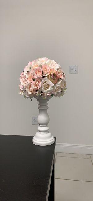 Flower topiary arrangement for Sale in Miami, FL