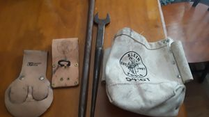 Ajax sleever bar Klein bar holder leather gold bullpen and spud holder Wright 1 1/4 spud wrench for Sale in La Porte, TX